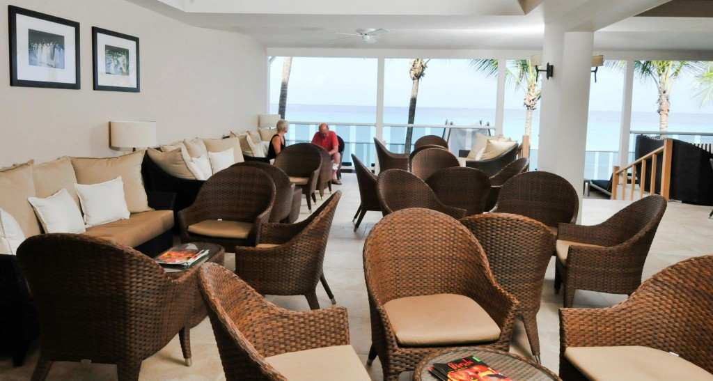 Waves Beach Resort Lounge